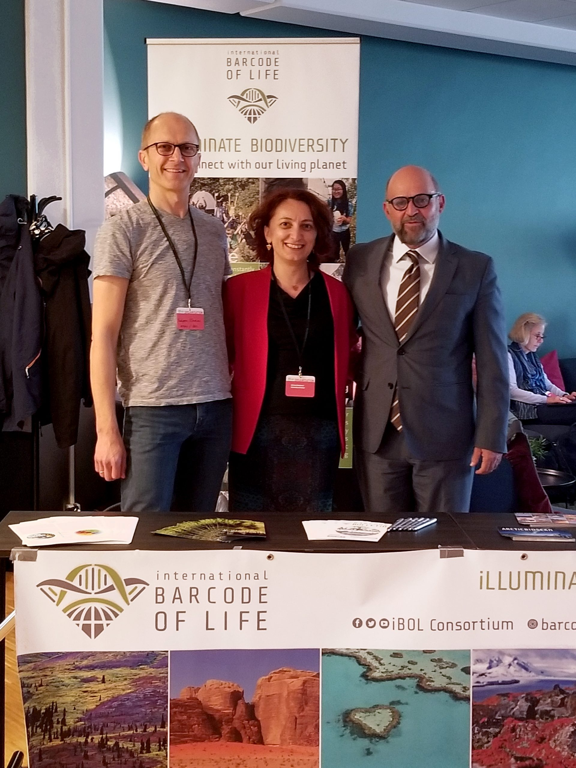 Carlos Manuel Rodríguez visiting the iBOL booth at the Trondheim Conference on Biodiversity (July, 2019). With Torbjørn Ekrem (Norwegian Barcode of Life coordinator) and Adriana Radulovici (Centre for Biodiversity Genomics, Canada).